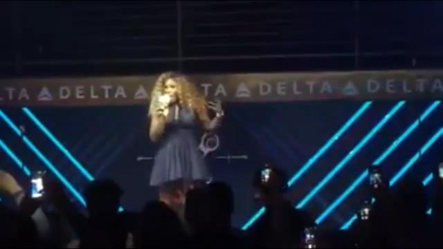 Singing Serena