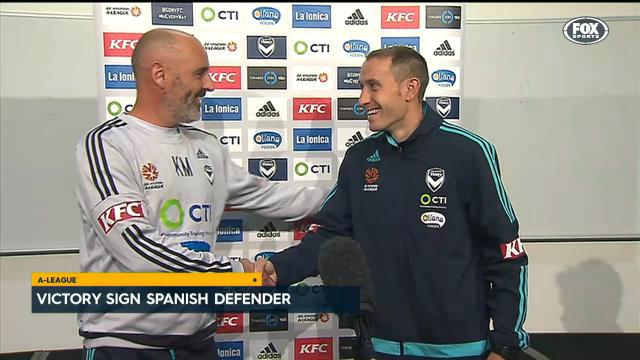 Victory sign Spanish defender