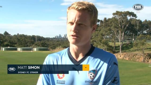 Simon re-signs for Sydney FC