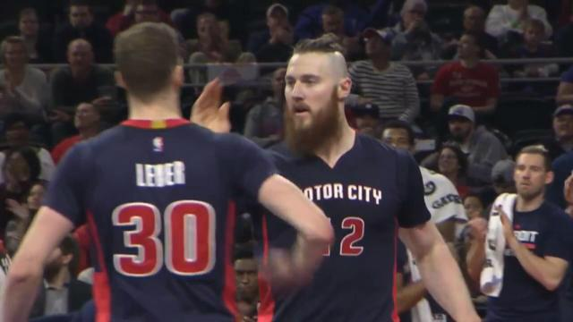 Baynes fires for the Pistons