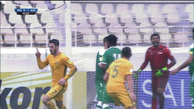 Leckie gives Aussies the lead