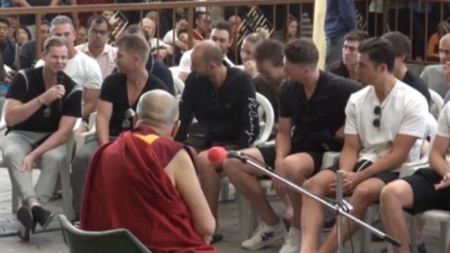Dalai Lama enlightens Aussies