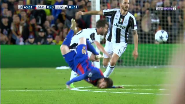 Messi's brutal faceplant