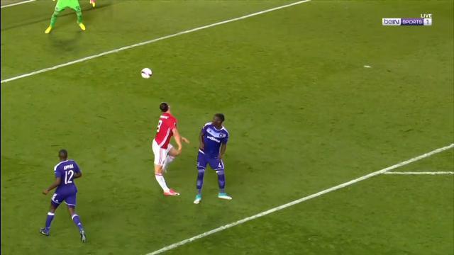 Zlatan's shocking knee injury