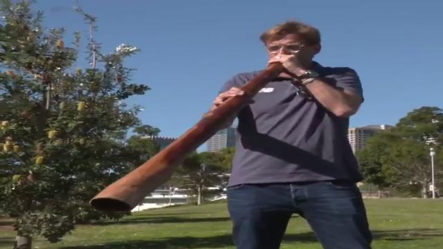 Klopp tries didgeridoo